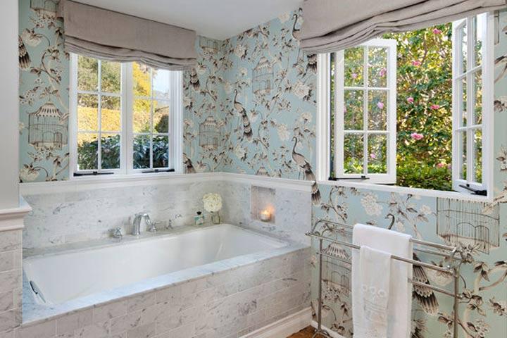 Watter plakpapier in die badkamer. Muurpapier in \'n badkamer ...